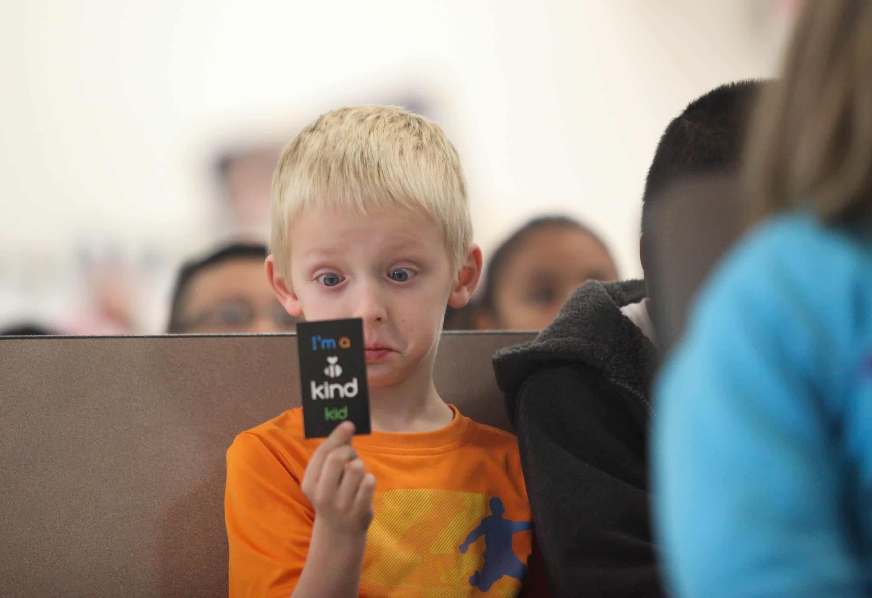 icon-boy-with-pledge-card